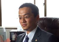 千葉県市川市 行政書士 戦略法務行政書士事務所の笠原仁先生を取材!! 写真